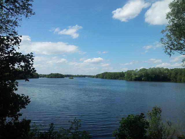 lake-114042_640