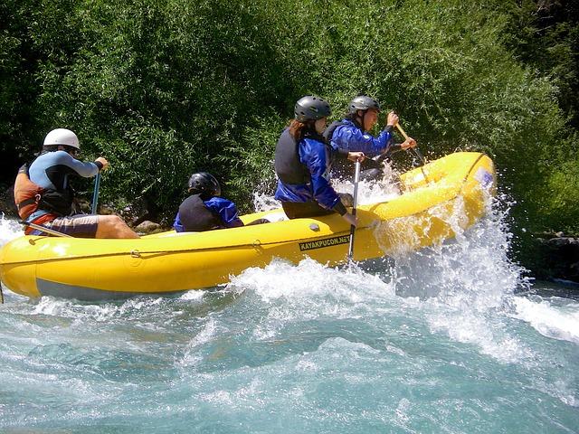 rafting-319615_640