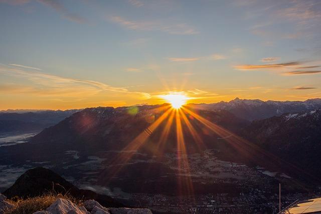 sunrise-1085545_640