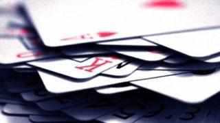 行動という「動くカード」と、何もしない「動かないカード」の2枚がある